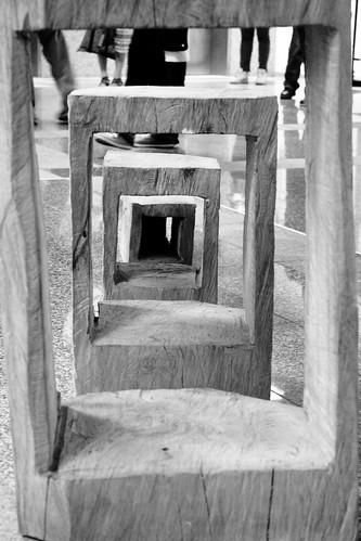 藝術家伊命雕刻作品「拿走」,盧安邦攝