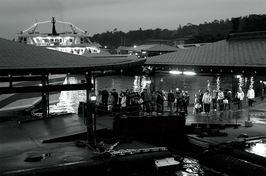people waiting a ferryboat