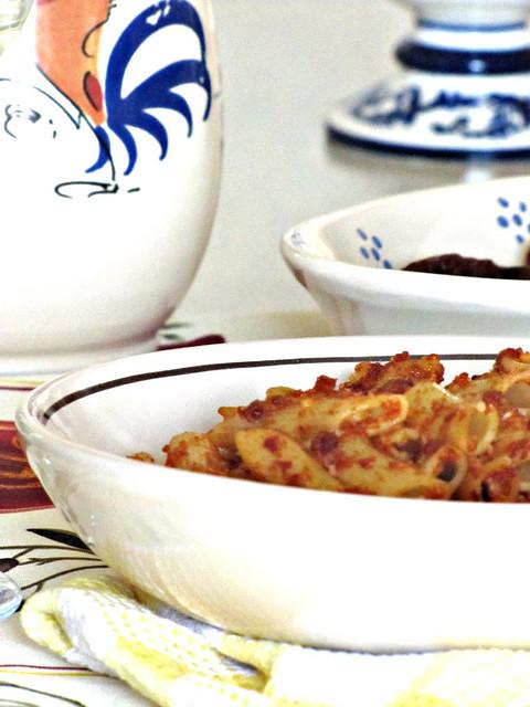 Pennette Piccanti con Spuma di Tonno, Mandorle e Pomodori secchi