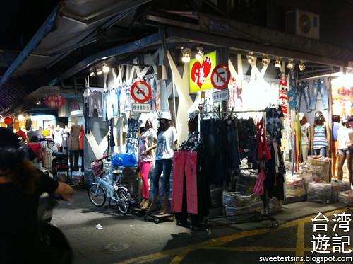 taiwan trip blog day 2 ximending taipei 101 agnes b cafe wufenpu raohe night market 45