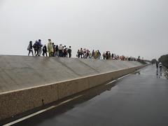 巨大堤防。
