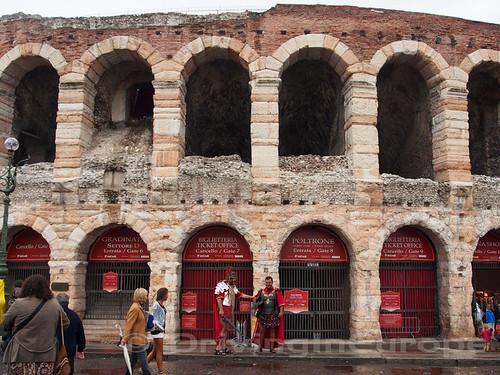 コロッセウムとグラディエーター