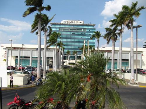 Aquí el edificio de la compañía de seguros Pellas, leído pelas, muy apropiado nombre