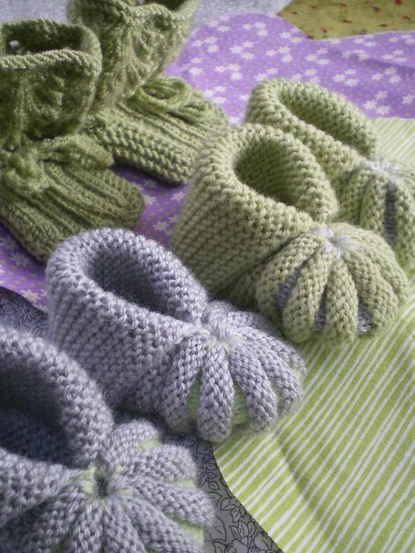 Tricoter des chaussons pour une naissance