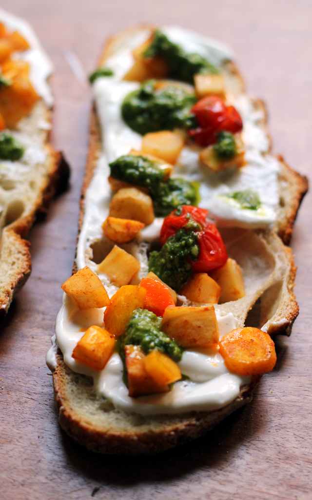 Honey Roasted Carrots With Thyme And Goat Cheese Crostini ...