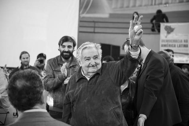"""""""Fomos transformados em uma máquina de consumismo. A acumulação capitalista necessita que compremos, compremos e gastemos e gastemos. Vendem mentiras até que te tiram o último dinheiro. Essa é a nossa cultura e a única saída é a contracultura"""", afirmou o ex-presidente do Uruguai - Créditos: Henry Milleo"""