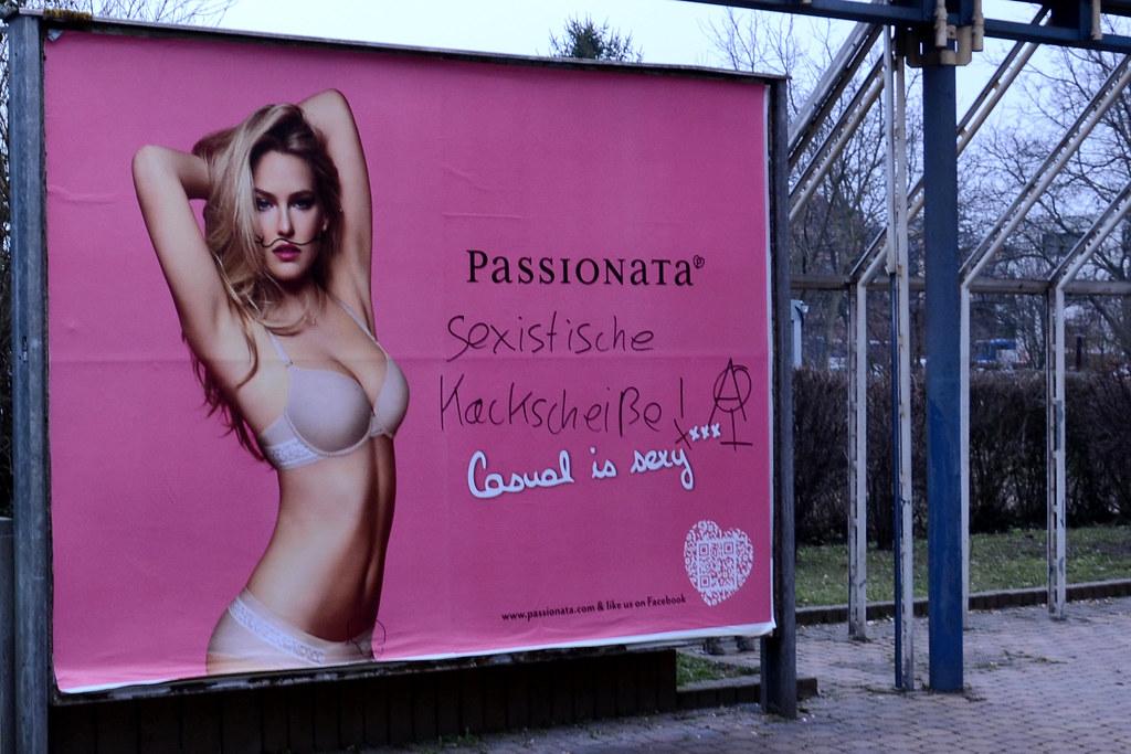 """""""Sexistische Kackscheiße"""" mit Schnurrbart"""