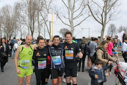 Milano City Marathon 2013 Maurizio Lupi con i compagni di staffetta