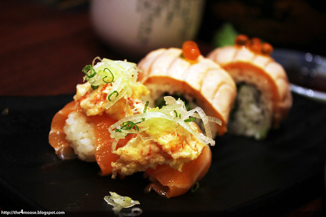 Itacho Sushi - Salmon Lobster Salad Roll