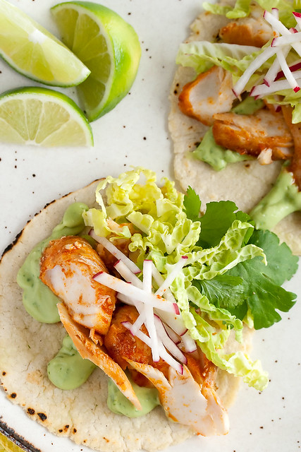 Holy guacamole spicy fish tacos with avocado yogurt sauce for Spicy fish tacos