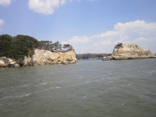 松島・・・震災で一部崩れた島 by Poran111