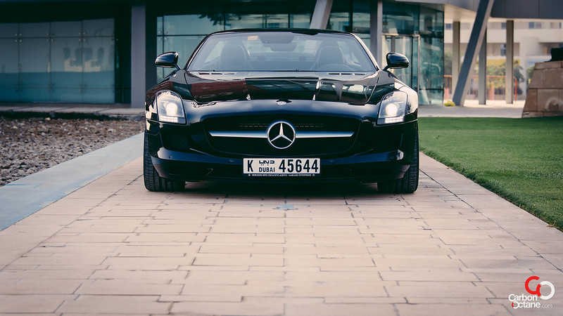 2013_Mercedes_SLS-Roadster_front_close.jpg