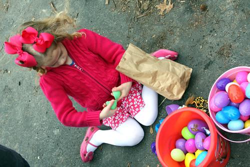 Aut-opening-eggs