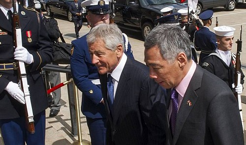 United States Secretary of Defense Chuck Hagel escorts Singapore Prime Minister Lee Hsien Loong (right) as he arrives for meetings April 1, 2013, at the Pentagon, in Washington, DC.