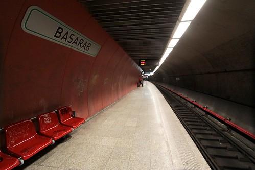 Line M4 platforms at Basarab station