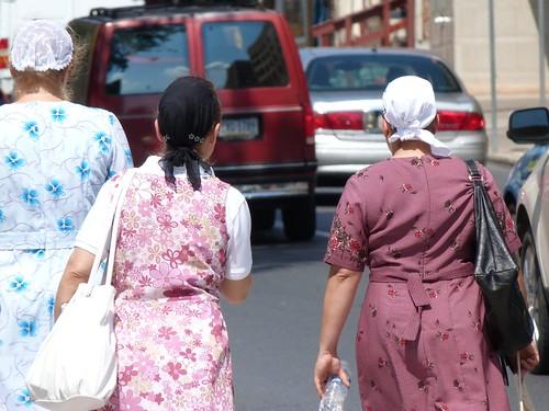 Mujeres amish caminando en Lancaster