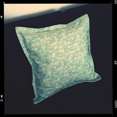I made a sofa cushion! And I'm pretty happy with it considering I haven't sewn anything in years...
