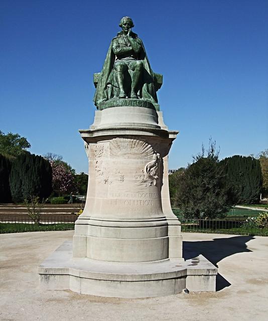 Lamarck statue jardin des plantes paris statue of for Statue de jardin belgique