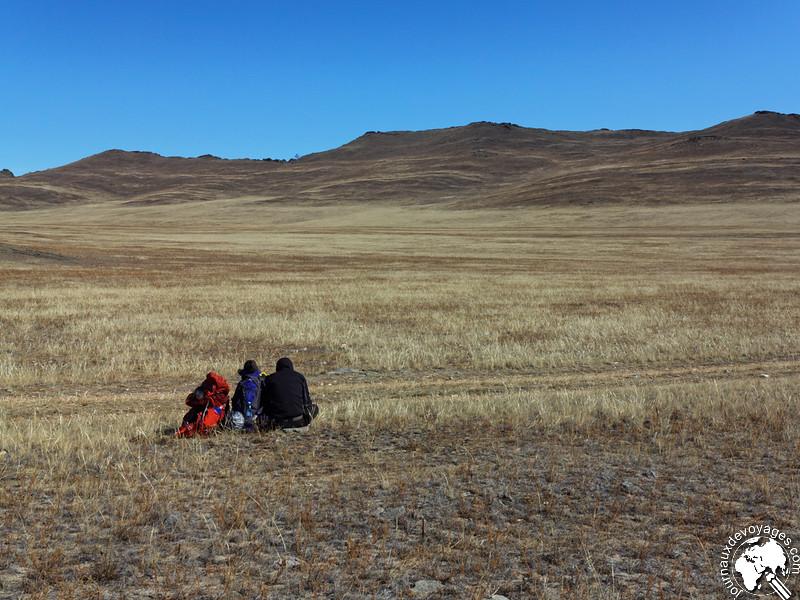 Seuls dans la steppe de l'île d'Olkhone