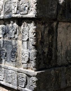 Εικόνα από Chichen Itzá κοντά σε San Felipe Nuevo. unesco world heritage site iltzompantli orskullplatformplataformadeloscráneoschichenitzaskullplatformchichenitzaatthemouthofthewelloftheitzacenotesagradosacredcenotemexicoprecolumbianmayasiteatthemouthofthewelloftheitzapeoplechichenitzaatthemouth acropolis architecture ancient buildings