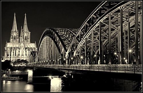 """ Nightshot monochrome "" #Hohenzollern brücke and the Kölner Dom#"