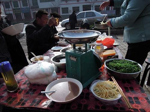 温かいあずきのスープと麺