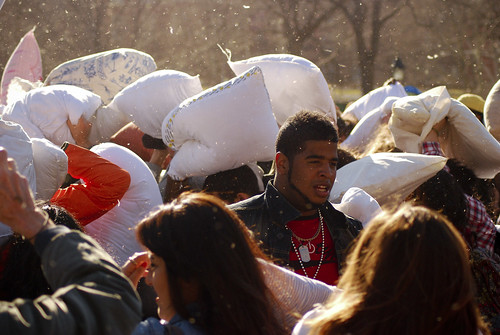 Pillow_Fight_NYC_2013_1