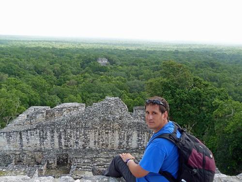 Subido en la Estructura II de Calakmul (México)