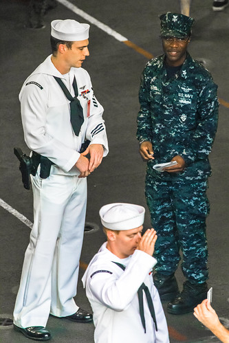 "8668022368 f361c47c27 ""美國海軍制服 US Navy Uniforms"" / USS Peleliu (LHA 5) in Hong Kong / SML.20130418.6D.01639"