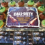 Call of Duty Cake and Cupcakes