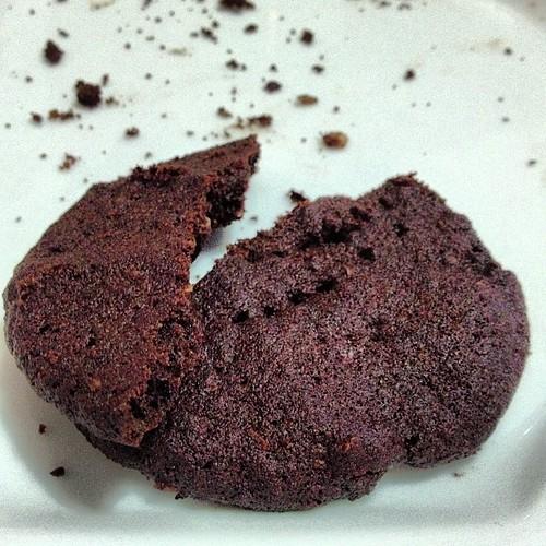 Cookie de cacau e aveia, dica da @camseslaf. MUITO bom \o/