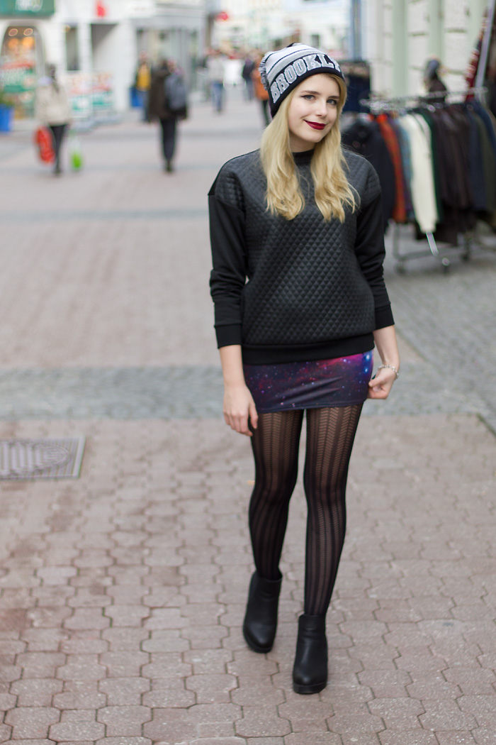 Red lips in Brooklyn Miss Blue Eyes Black Milk Purple Galaxy Skirt Pull&Bear