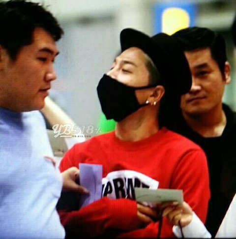 Taeyang-Arriving-IncheonSeoul-20140915(5)