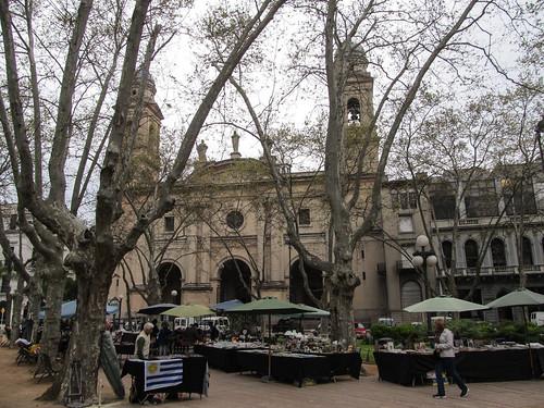 Montevideo: la Plaza Constitucion et son petit marché aux puces