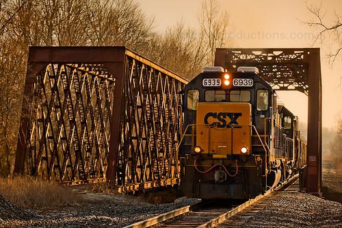 railroad bridge ohio sun fog creek train sunrise river haze railway trains viaduct hazy railfan caledonia glint csx trussbridge