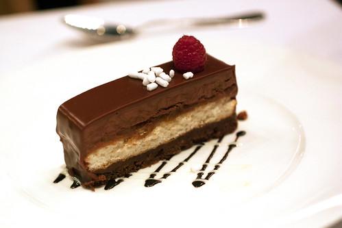 hazelnut praline cake @ delmonico's
