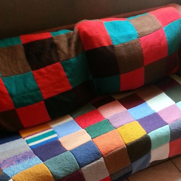 le canapé des enfants a prit des couleurs.  #vintage #decoration