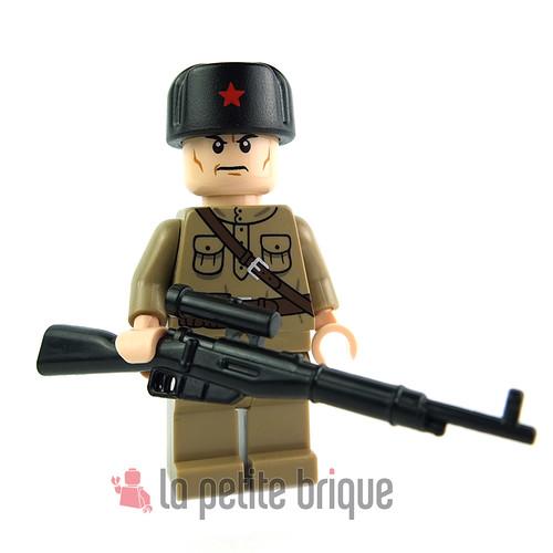 Lego Minifig Russian Soldier by LaPetiteBrique.com