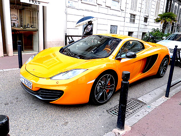 voiture orange