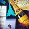 Latest post ob the blog is all about @lecadeaufrancais ! ♥ We LOVE this new #Paris #giftbox  collection.  ☆  #Paris #Parisian #cadeau #champagne #tea #luxury #littleluxuries #purple #purpleandyellow #parisweloveyou #parisjetaime #loves_paris #seulementpar