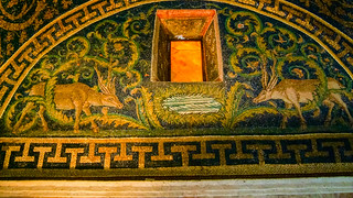 Mausoleo di Galla Placidia की छवि. 2007 galla di gallaplacidia holidays italy lightroom mausoleo mausoleum mosaic placidia pleiades:depicts=393480 ravenna emiliaromagna