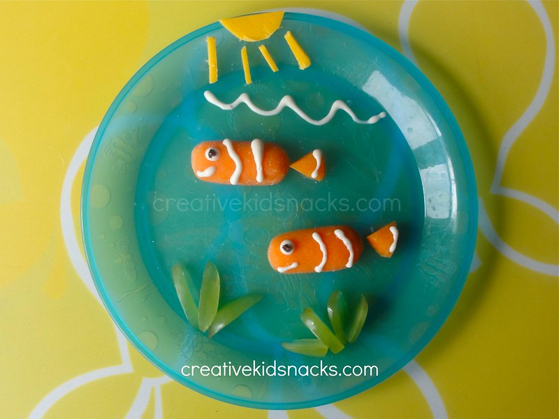 Finding Nemo: an adorable kid snack featuing Nemo and Marlin.  Visit CreativeKidSnacks.com for full directions as well as other Disney snacks!