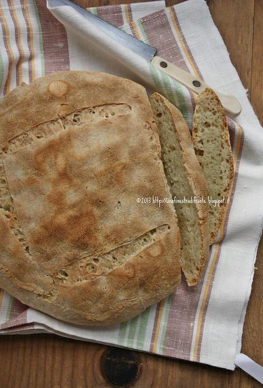 Una finestra di fronte pane alle patate non lesse con - Una finestra di fronte ...