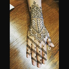 Happy #MehndiMonday! 💜 This  is from yesterday's #SoCal #hennameetup done for @hennabyvaish.  #summerlovin #hennaartists #details