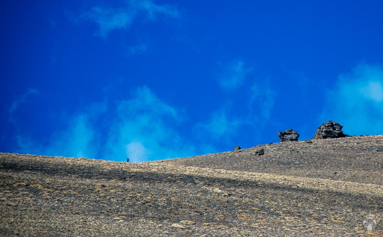 Montañero solitario hacia Cerro Pelao