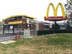 這麥當勞不賣漢堡、薯條,好像是給員工教育訓練的!17030 Green Dr, City of Industry, CA 91745