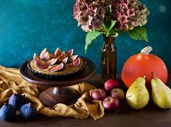 Vegan carob tart with pumpkin-millet pudding and f…