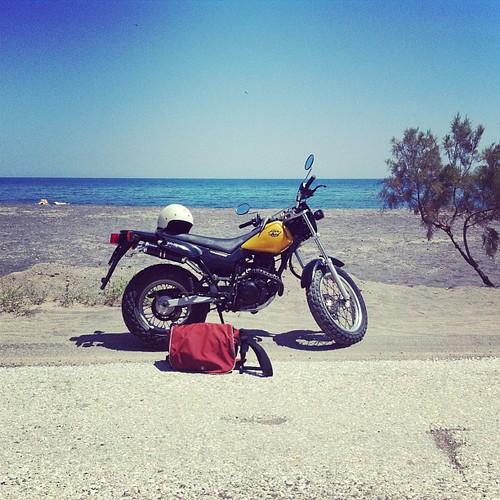 Yamaha TW125,很旧,有些小毛病,里程五万三千公里。岛上交规基本就是彼此示意,没见到一个红绿灯,Stop牌子也没有人停,有些像真实版的GTA Vice City,除去不能打砸抢……但不管怎样,环岛之旅还是美不胜收。