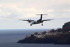 Q400 Landing at Madeira Airport