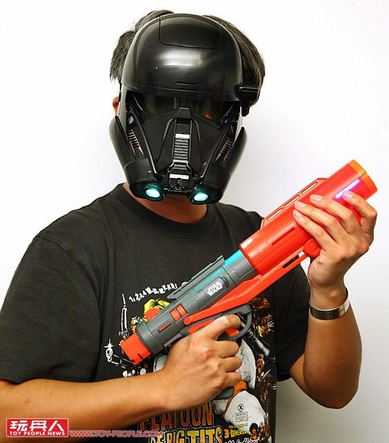 孩之寶《星際大戰外傳: 俠盜一號》主題NERF 對戰玩具槍 & 聲光面具 開箱報告